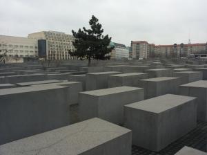 Il Memoriale dell'Olocausto sotto un cielo plumbeo tedesco