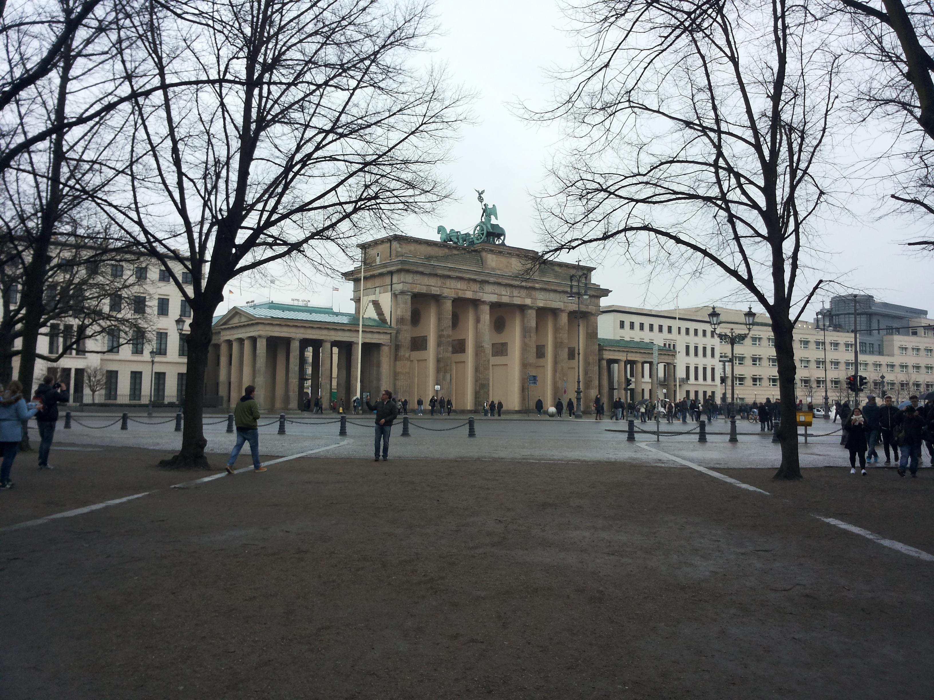 Risultati immagini per BERLINO PORTA DI BRANDEBURGO IMMAGINE?