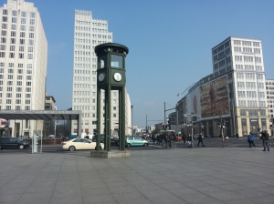 Il primo semaforo cittadino nel centro di Postdamerplatz